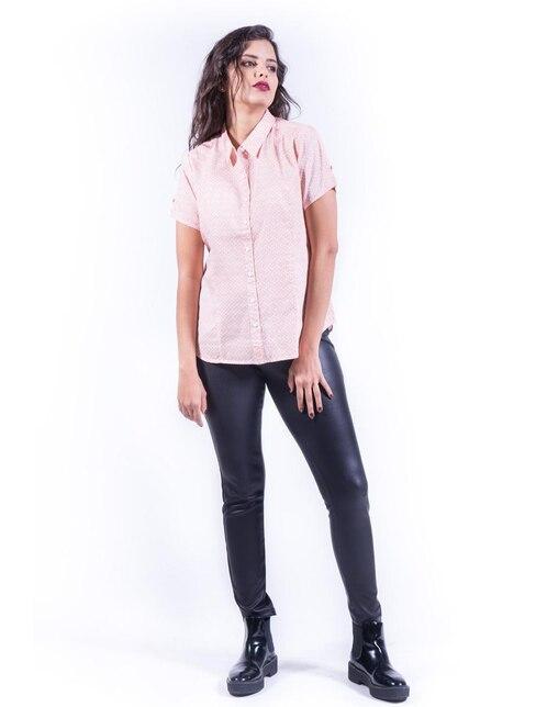 ed8411c708e5 Blusa LIEB Basics con diseño gráfico cuello camisero